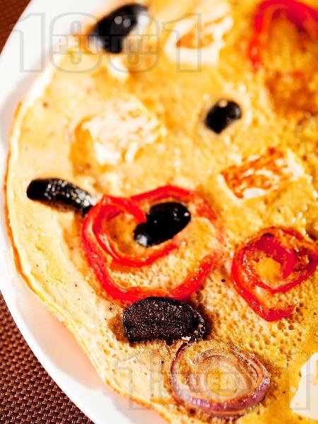 Селски омлет с чушки, маслини и сирене Фета - снимка на рецептата